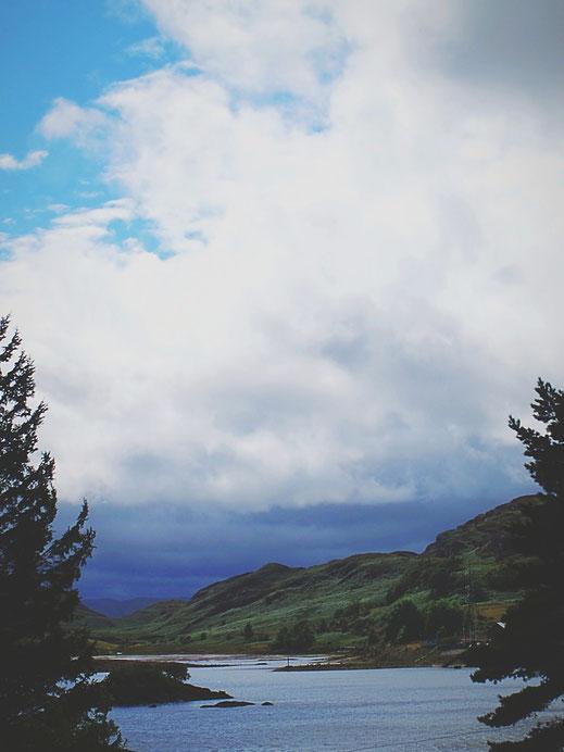 bigousteppes pays de galles train vapeur vue paysage lac nuages foret