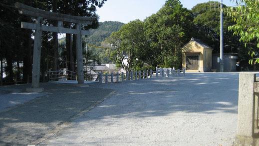 三島神社境内広場の画像
