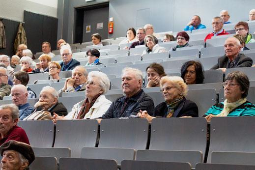 Die aufmerksamen Zuhörerinnen und Zuhörer im Auditorium