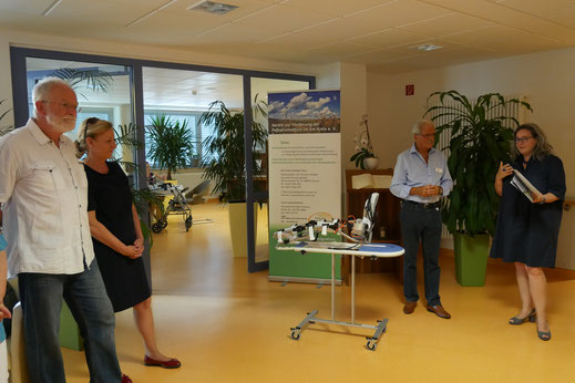 Das geförderte Projekt im Mittelpunkt: Im Bild von links: OA i.R. H. Krause, Frau E. Mühlbauer, Dr. Zeuner, Ministerin H. Werner