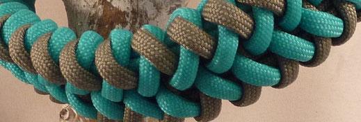 Detailfoto van paracord hondenhalsband