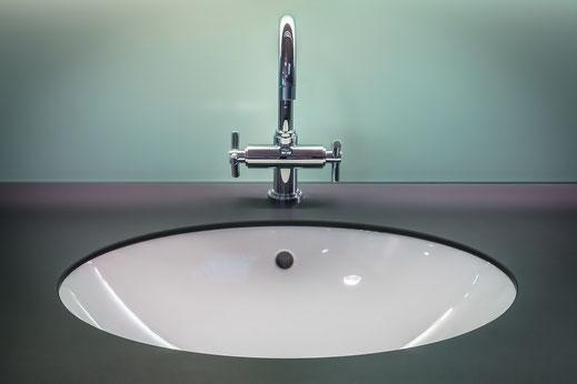 Γυάλινοι νιπτήρες μπάνιου, γυάλινη κατασκευή νιπτήρα μπάνιου, στρογγυλός νιπτήρας μπάνιου από γυαλί, νιπτήρας γυάλινος