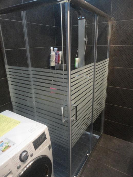 Γυάλινη καμπίνα μπάνιου γωνία. Γωνιακή καμπίνα μπάνιου, ντουζιέρα γυάλι γωνία, ντουζιέρα με πόρτα από τζάμι. Συρόμενη καμπίνα μπάνιου ανοιγόμενη τζάμι-γυαλί Νότια προάστια