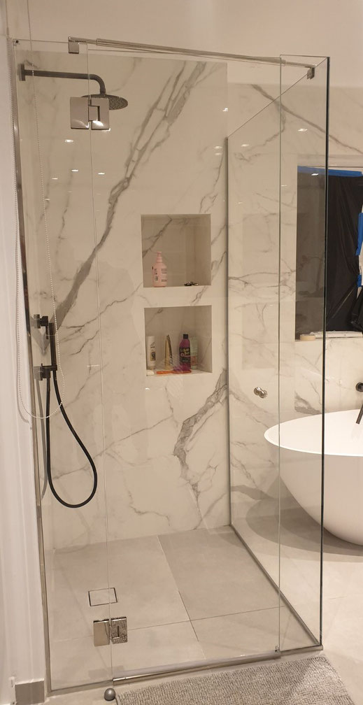 Γυαλί ντουζιέρα, τζάμι για το μπάνιο, τζάμι για μπανιέρα, σταθερό κομμάτι γυαλί σε ντουζιέρα, καμπίνα μπάνιου. Καμπίνες μπάνιου με γυαλί-τζάμι Αργυρούπολη - Ιορδανίδης