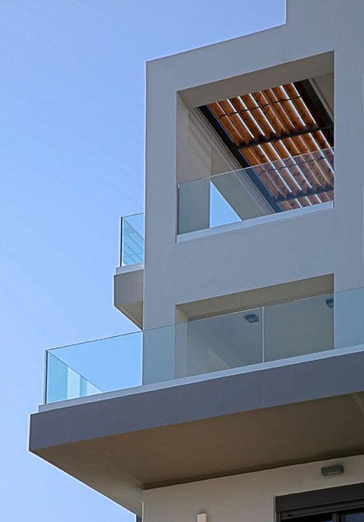 γυάλινα μπαλκόνια γυάλινες βεράντες, κάγκελα μπαλκονιού από γυαλί. Ιορδανίδης Αργυρούπολη