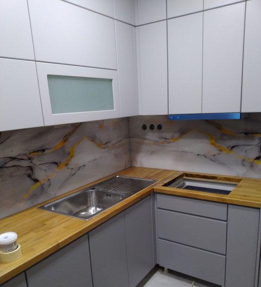 Επένδυση τοίχου με γυαλί,Επένδυση τοίχου με τζάμι στο χρώμα που θέλετε, επένδυση τοίχου με γυαλί εκτύπωση σχεδίου, επένδυση τοίχου με τζάμι. Τζάμι στον τοίχο, γυαλί στον τοίχο χρωματιστό. χρωματιστό γυαλί στον τοίχο