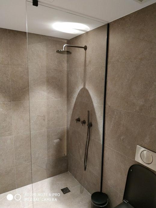 Γυάλινες καμπίνες μπανιέρας, γυάλινες καμπίνες ντουζιέρας. Γυαλί στην μπανιέρα, γυαλί στην μπανιέρα με πόρτες συρόμενες ανοιγόμενες ή σκέτο γυαλί στην καμπίνα μπάνιου