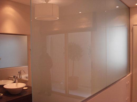 Διαχωριστικό μπάνιου από γυαλί
