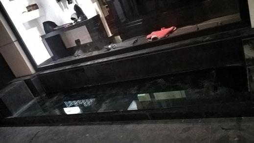 γυαλινο δαπεδο βιτρινα, γυαλινα δαπεδα, γυαλί σε πάτωμα, γυάλινα πατώματα, τζάμι δαπέδου βιτρίνα, επένδυση με τζάμι για πάτωμα-δάπεδο Ιορδανίδης glassworks