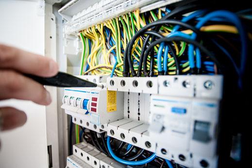 Ihr kompetenter Partner für Beleuchtungsanlagen, Weichenheizungen, Industriemontagen, Stromversorgungen, 50Hz Technik.