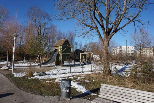 "Kinderspielplatz ""Nepomuk"" im Bürgerpark Starnberg am Starnbergersee in Bayern"