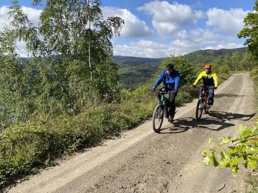 Bobo und Oli mit E-Bikes vom E-Bike Verleih in Seesen auf einer unserer Sonntags Touren