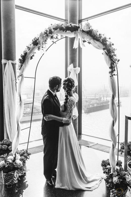 Hochzeit in Hamburg mit Blick auf den Hafen / Fotografin: Anne Hufnagl
