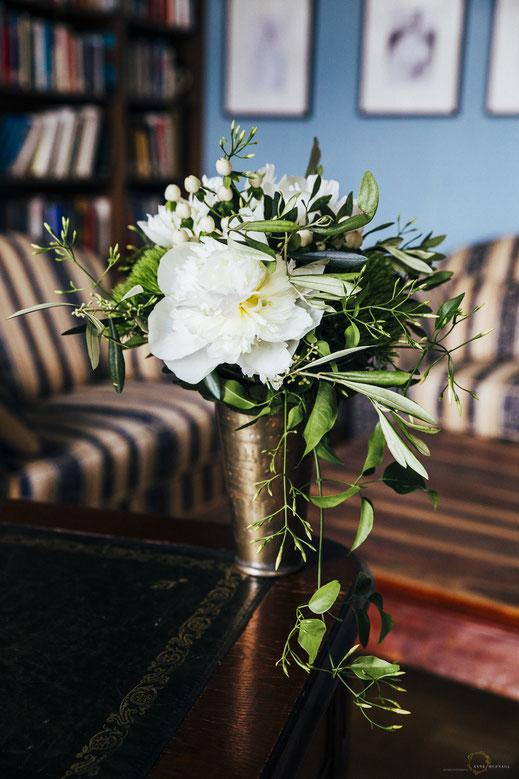 Idee für schlichten eleganten Brautstrauss in Grün-Weiß