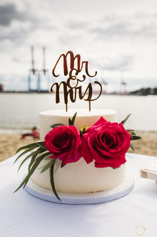 Tolle Hochzeitstorte bei einer Hochzeit am Elbstrand bei der Strandperle in Hamburg