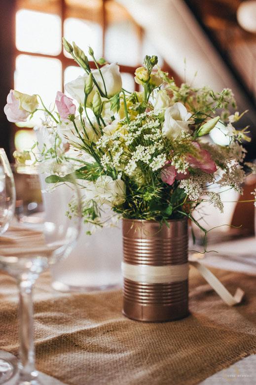DIY Hochzeitsdekoration mit schönen Blumen