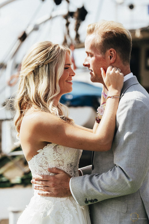 Schöne Brautpaarfotos Hamburg Hafen maritim