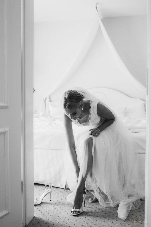 Braut Ankleiden Hochzeitsfotos