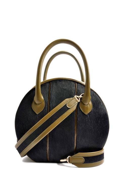 OSTWALD Bags . CIRCLE Bag . olive and blue. leather and calf fur. olive Shop online . elegant everyday bag .  Webshop