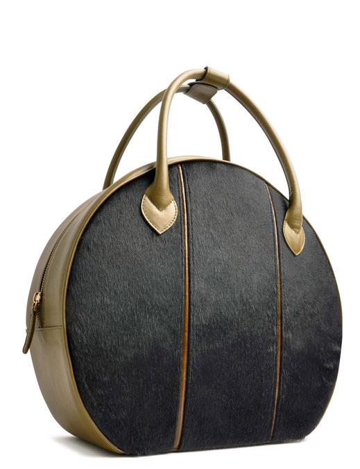 OSTWALD Bags . CIRCLE Bag large . olive and blue. leather and calf fur. olive Shop online . large everyday bag .  Webshop