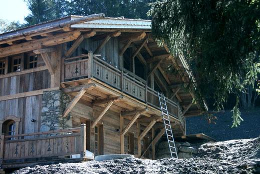 rénovation performance énergétique chalet vieux bois balcon et palines
