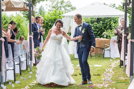 Hochzeitszeremonie auf der Hochzeitsinsel in der Pfalz
