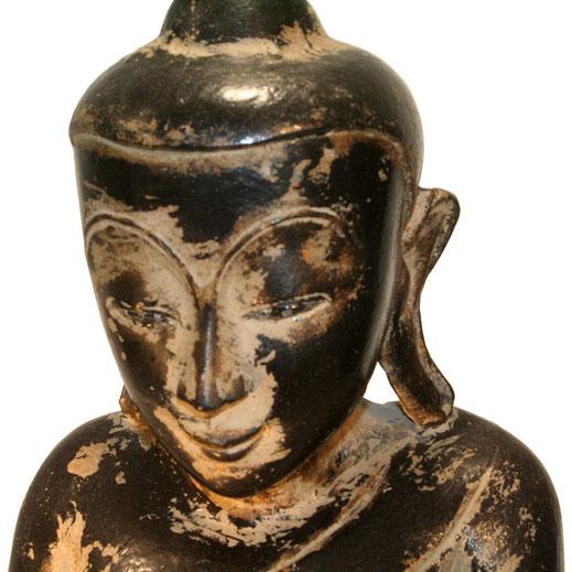 Detail sitzender Teakholz - Buddha auf Elefantenthron