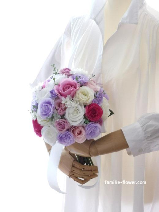 造花のバラいっぱいのラウンドブーケ