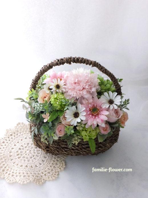 ピンクのガーベラと白いデージーの造花アレンジメント《5,500円》