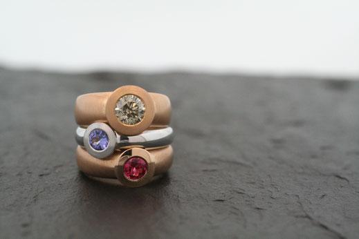 Ring aus Weiß Gold mit Aquamarin Edelstein der Goldschmiede Buddenberg