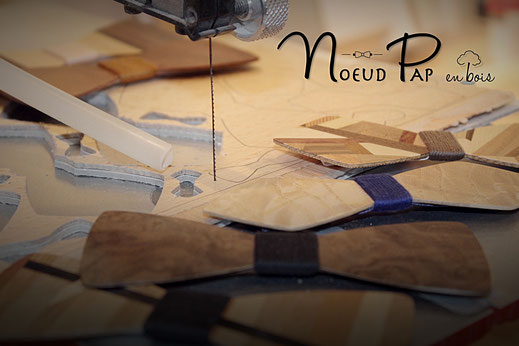 Noeuds papillon en bois en cours de fabrication