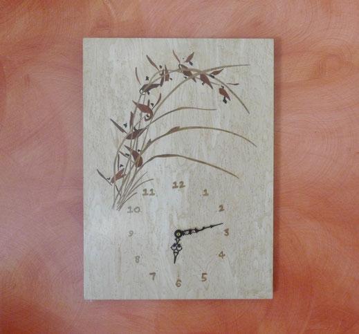 Horloge orchidée en marqueterie bois