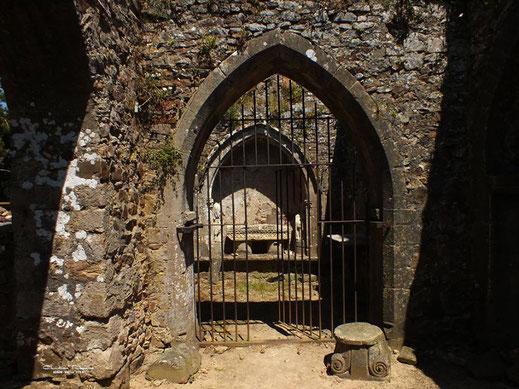 Baie ogivale de la chapelle gothique