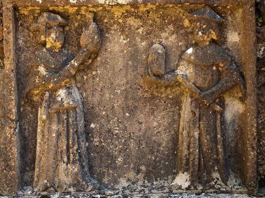 Haut relief de saints Côme et Damien