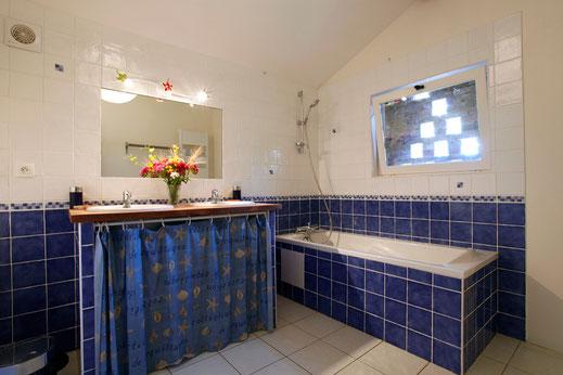 Est maintenant une belle salle de bain...