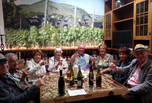 Spaß bei einer Weinprobe im Ahrweindepot in Ahrweiler