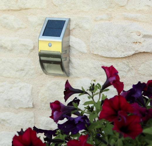 Eclairage solaire avec détecteur de passage