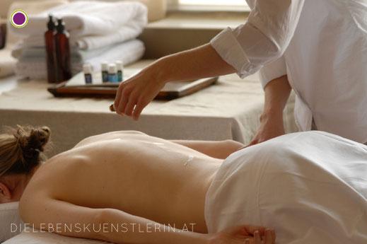 RAINDROP Massage bei Claudia Greiter im Lebenskunstraum Steyr