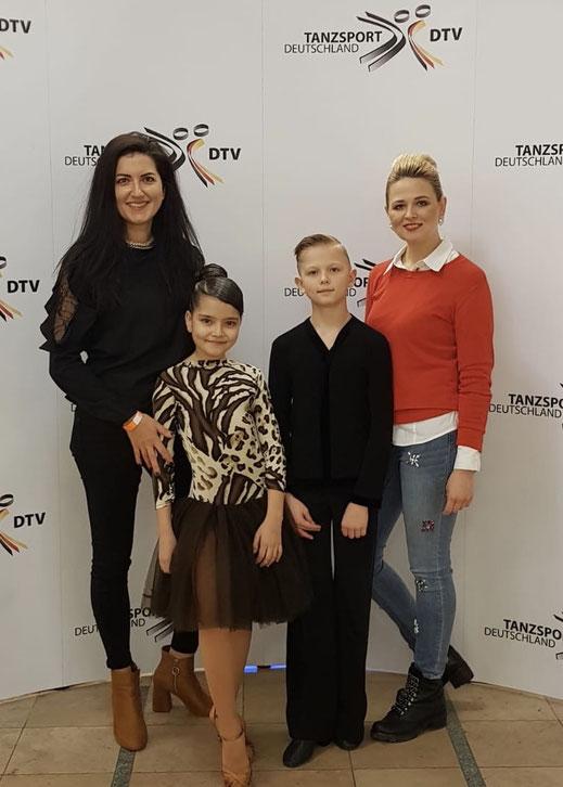 Deutsche Meisterschaft Latein 2019. Tänzer mit den Eltern der Tanzschule Grace&Soul dance world