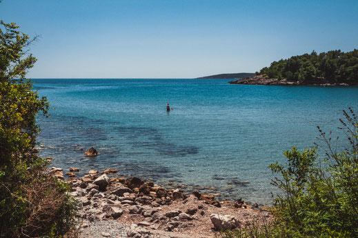 Baden am wilden Strand von Montenegro