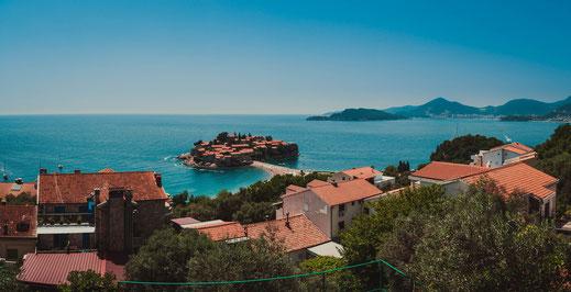 Panorama Blick auf Sveti Stefan Insel Top Sehenswürdigkeit von Montenegro