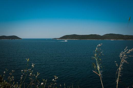 Privatjacht im offenen Meer an der kroatischen Küste
