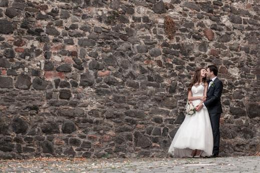Ganztägige Fotoreportage der Hochzeit von Olga und Anton mit Fotoshooting im Standesamt, Brautpaar-Shooting und Hochzeitsfeier, Gruppenfotos und Familienaufnahmen in Bad Orb