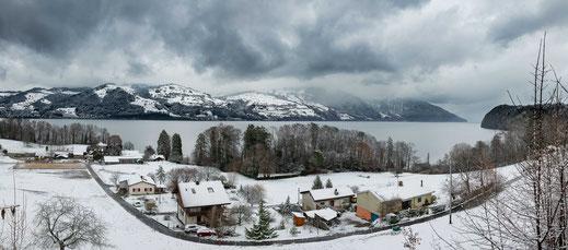 Vorort von Brienz am Brienzersee Blick auf die Berge - Schweiz