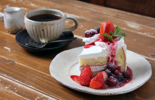 「カフェ雑貨ゆらら」写真11_ケーキと珈琲