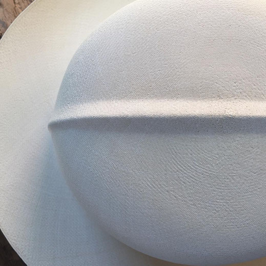 The extra fine Panama hats that are made for customers with special orders, are real jewels available to a few experts who value this handmade work done by Domingo Carranza