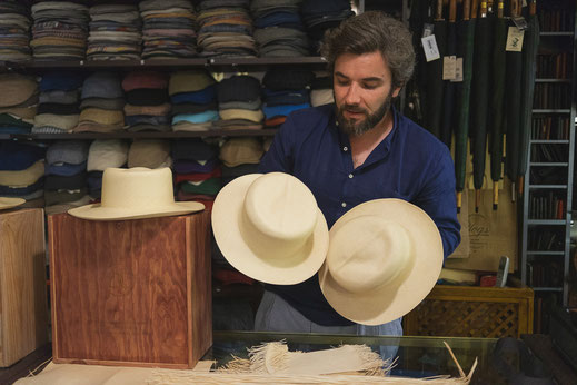 Salvador Godoy writes about men's fashion and dedicates this article to Panama hats by Domingo Carranza.