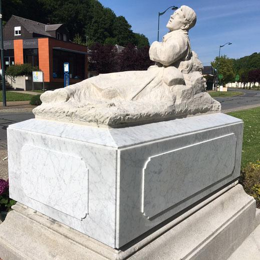 gisant en pierre calcaire et plaque en marbre