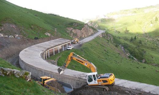 Chantier de terrassement - réparation du paravalanche de Bagnères de Bigorre par terrassement étanchéité et drainage