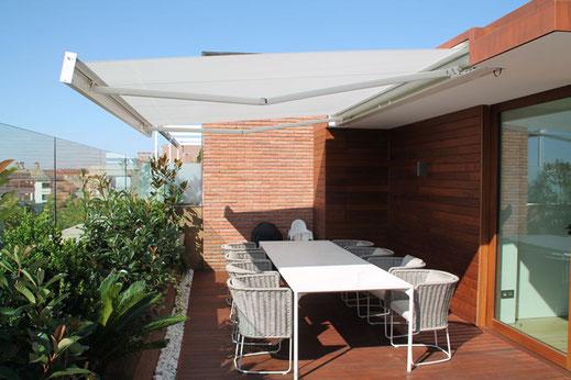 markilux 3300 - Gelenkarmmarkise für Terrasse und Balkon
